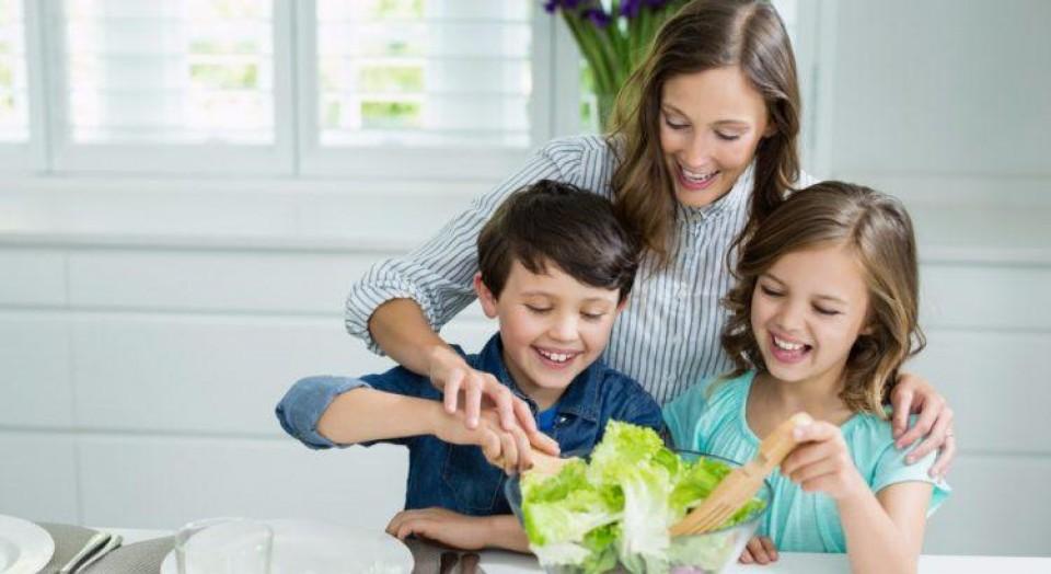 6 formas de estimular a alimentação saudável do seu filho